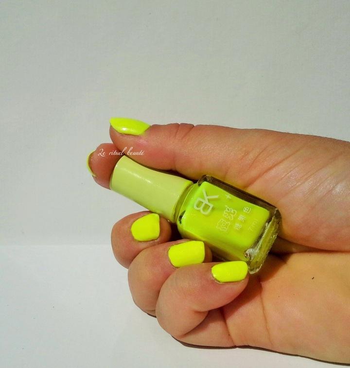 manucure jaune néon , née jolie , neon manicure , le rituel beauté