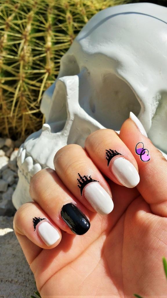 manucure facile tattoo white